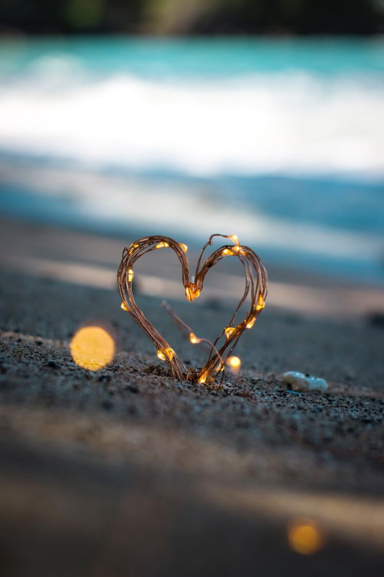 Sydänkoriste rantahiekassa